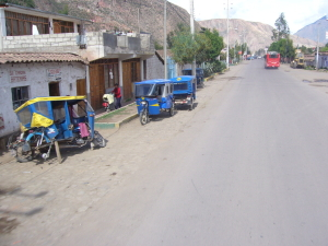 Taxis in Urubamba